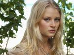 Emilie De Ravin - 1024x768
